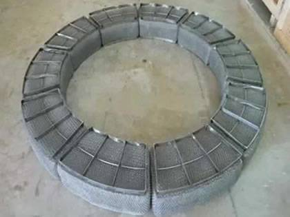 Embedded demister pad is made to circle shape